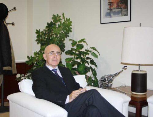 Dr. Carlos R. Arjona Mateos: «Para solucionar la falta de médicos se deberían aumentar las plazas MIR»