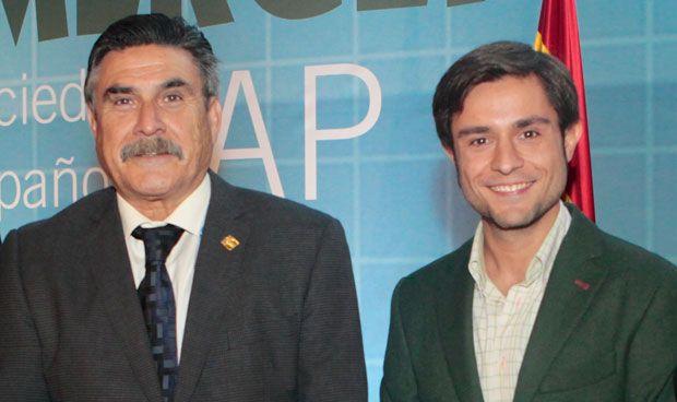 Miguel Turégano, a la derecha, junto al presidente de Semergen, José Luis Llisterri.