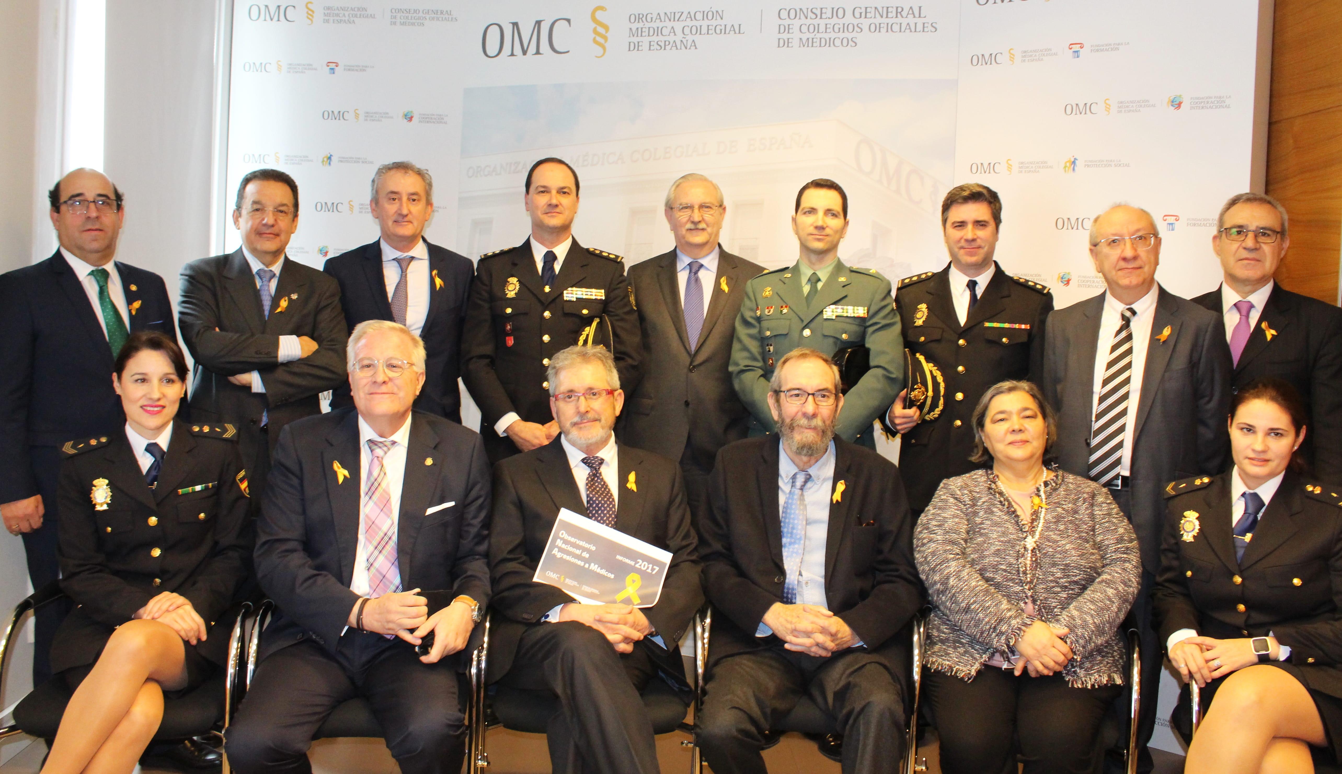 Foto agresiones 2018 OMC- Pie de foto- miembros del Observatorio Nacional de Agresiones de la Organización Médica Colegial y máximos representantes de la Policía Nacional y Guardia Civil